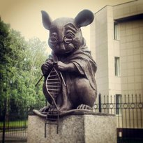 ‪Monument of Laboratory Mice‬