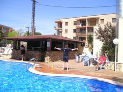 Pool and poolside bar at Villamarina Club, Salou