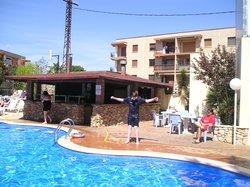 Pool and poolside bar at Villamarina Club, Salou