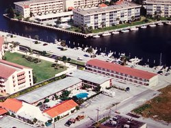 Camelot Waterfront Inn