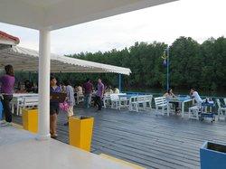 Krua Tangke Seafood Restaurant