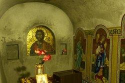 Подземная церковь Иоанна Сучавского