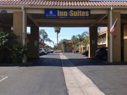 Riverside Inn and Suites