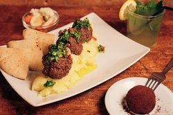 9.5 euro's menu - plate of 3 balls of your choice, side dish & salad + drink + chocolate ball