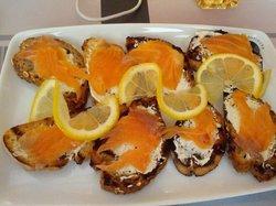 Bruschettas con salmone