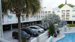 Parking et piscine
