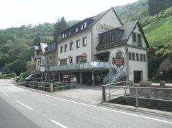 Weinhotel und Gaestehaus Gutsschaenke Sennerhof