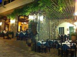 Paradosiaki Taverna Platanos