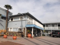 Shores Inn & Suites