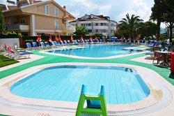 childrens pool/main pool