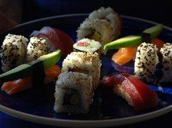 Gintonics y sushi en una Terraza de Barcelona