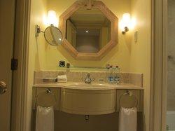 Vanity in ensuite in Club Room (King - on Exec floor)