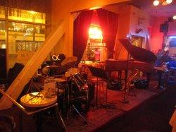 Les Joulins Jazz Bistro