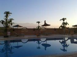 Lever de Soleil derrière la piscine