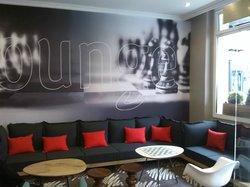 lounge at entree