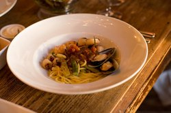 Seafood spaghetti with mussels and scallops (main)
