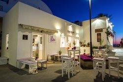 Lila Cafe Santorini