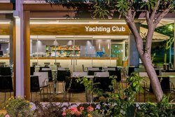 Yachting Club Cafe
