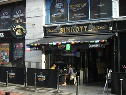 ‪Sinnotts Bar‬