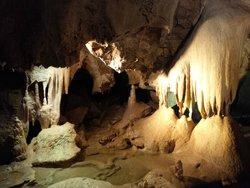 Jeskyne Na Pomezi