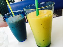 Smoothie Blues & Thai Milk Tea