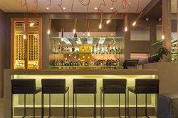 O Monot Lobby Lounge
