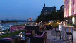 Ameron Hotel Koenigshof Terrasse Nacht