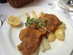 weinerschnitzel w asparagus and potato