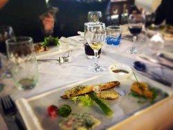 19 Gale Bar & Restaurant