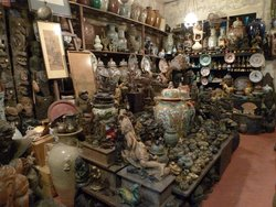 Borneoartifact arts, antiques gallery