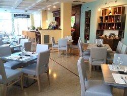 Ardesya Cafe Ristorantino Lounge