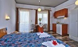 Koukouras Hotel & Lia Apartments