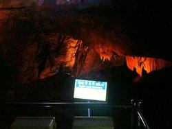泉谷天然洞窟