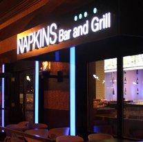 ‪Napkins Bar & Grill‬