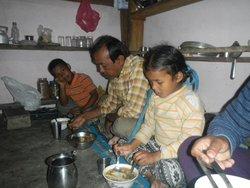 夕食を家族と一緒に食べる