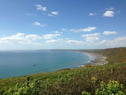 Easy reach to great beaches on North and South coasts