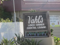 Vahl's Restaurant & Cocktail