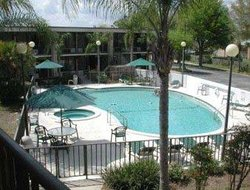 Days Inn & Suites Davenport