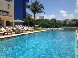 piscine coté lagune