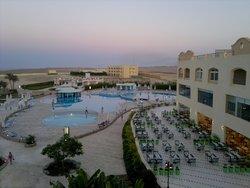 Panorama della piscina nel tarod pomeriggio