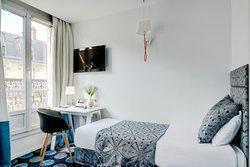 CHAMBRE TRIPLE/TRIPLE ROOM
