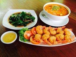 Ruean Morakot Restaurant