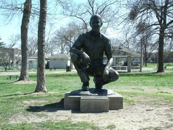 Marlin Perkins Statue