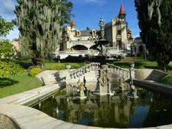 El Castillo Museum och trädgård