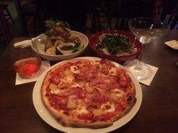 La Famiglia Pizza Restaurant