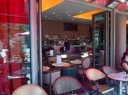 Dupont Café Bibliothèque