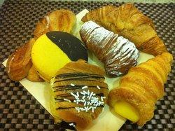 Regis Cafe'