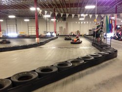 ‪Fast Lane Indoor Kart Racing‬