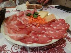 Assiettes de charcuterie et fromage