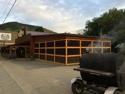 Still Mountain Restaurant and Pub
